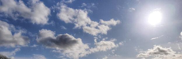 Heldere wolkenlucht mantra